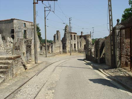 http://kangbir.files.wordpress.com/2009/06/oradour-1.jpg